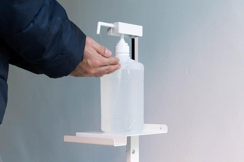 足踏み式消毒液スタンド 市販の消毒液ボトルを簡単に設置できます。非接触で衛生的。